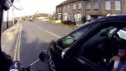 Моторист прави кефа на дете