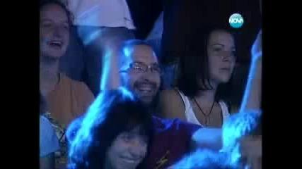 Участник в X Factor се преби на сцената 12.09