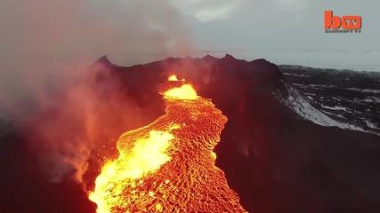 Дрон заснема река от лава в Исландия