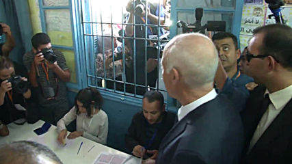 Tunisia: Presidential candidate Kais Saied casts vote in Tunis