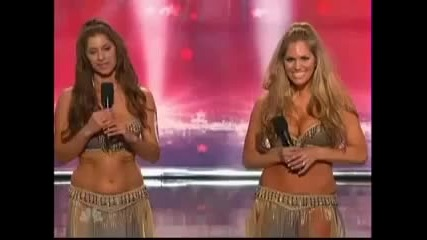 Америка търси талант Две изумително секси момичета със страхотни тела танцуват сексапилни Бели Денс