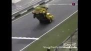 супер бърз камион вдига двете предни куми