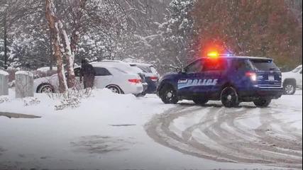 Полицаи раздават коледни подаръци на шофьорите!