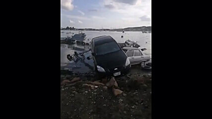 Turkey: Cars stranded on Izmir coast in scenes of destruction after earthquake