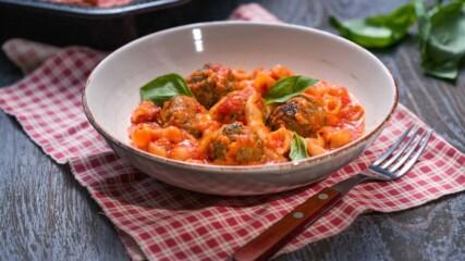 Запечени кюфтета с паста и доматен сос | Бон Апети | 24Kitchen Bulgaria