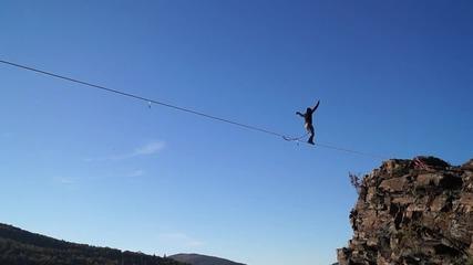 Високо по лентата над България