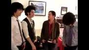 Редакторката На Списание Bop Говори С The Jonas Brothers преди концерта им в New Jersey