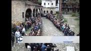 Хиляди миряни и духовници присъстваха на погребението на патриарх Максим в Троянския манастир
