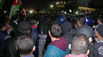 Jordan: Protesters scuffle with police at rally against austerity