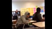 Учителката вика ''млъкнете по дяволите най-накрая,,!!!