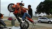 Ето как мотористите се учат да карат на задна !