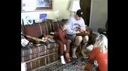 Много Смях!Малки Деца СПУКВАТ От БОЙ Родителите Си!!!
