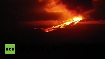 Изригване на вулкан на Галапагоските острови