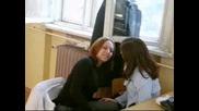 Цекувка Между Две Момичета