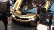 Луксозно Bmw насред улицата си получи заслуженото