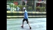 Асфалта в Индия се топи в резултат на рекордно високите температури!