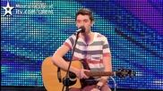 Този пичага вдигна публиката на крака - Великобритания Търси Талант