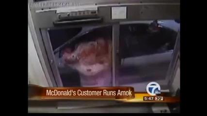 Mcdonalds атакуван от Луда Жена