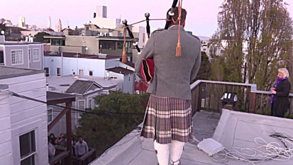Bagpiper serenades neighbours from San Fransisco rooftop amid coronavirus lockdown