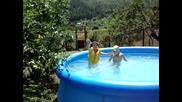 Пеене в басейна :d :d :d