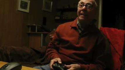 Дядка полудява докато играе на видео игра! (смях)