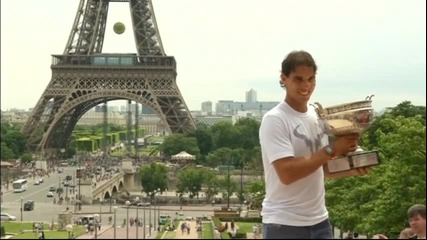 Надал показа купата пред Айфеловата кула