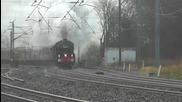 Двойна тяга на парни локомотиви в действие , екшън със 100 км/ч