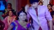 Ананди и Джагдиш танцуват в Ритъмът на мечтите