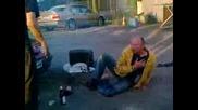 Идиот върху еърбег - смях