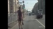 Руснак псува мацка защото му пресича пътя