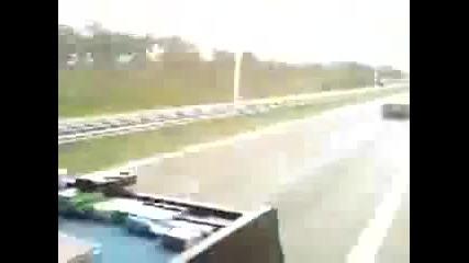Румънски шофьор танцува докато шофира