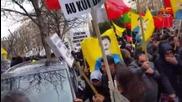 Сълзотворен газ и палки срещу демонстранти пред турското посолство в Париж