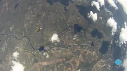 Метеорит за малко не удари парашутист