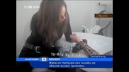 Момиче си татуира Фейсбук приятели по ръката