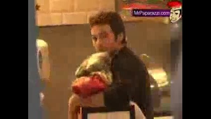 Папараци снимат Кристина Агилера с Мат
