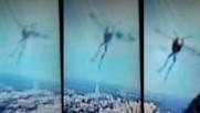 Човек заснел странно същество в небето докато гледал прогнозата за времето по телевизията