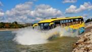 С автобус във водата