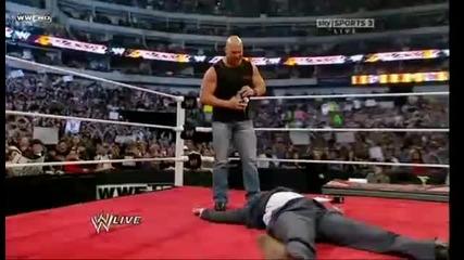 Ледения Стив Остин е гост - съдията в мача между Джери Кинг и Майкъл Коул на Кечмания 27