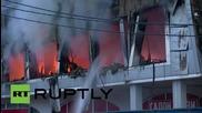 Русия: Пожарникари гасят пожар в мол
