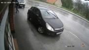 Забравяш ръчната спирачка , губиш колата !