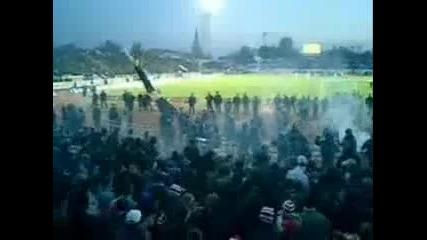 Хулигани срещу полицията ( Hooligans vs police )