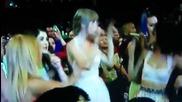 Селена, Кейти, Ашли и Тейлър танцуват на песента What makes you beautiful