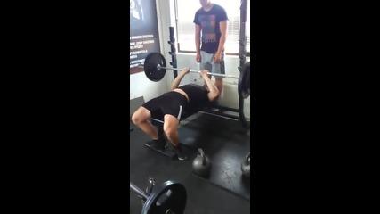 Тесен лег с 85 кг х 5