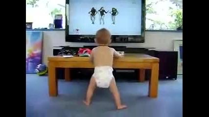 *смях*бебе танцува на Beyonce - Single Ladies