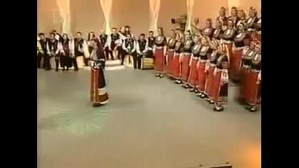 Малка мома - Нели Андреева & хора на Филип Кутев