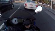 Моторист се разминава от катастрофа • овладя мотора си !