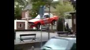 Лудо улично шоу с автомобил