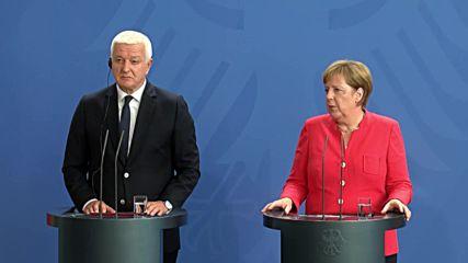 Germany: Merkel discusses Syrian peace process ahead of Putin talks