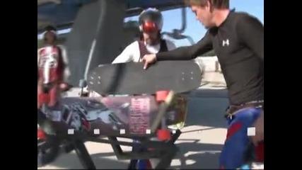 220 скейтбордисти участваха в екстремно спускане в Калгари