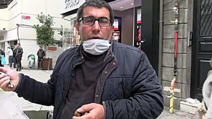 Turkey: Istanbul locals, tourists react after lira sinks to new low